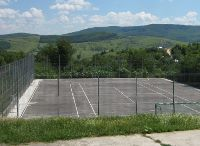 Terrain de sport de l'école du village Laza dans le département de Vaslui
