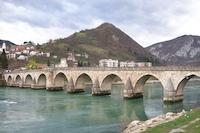Pont de Visegrad, Bosnie-Herzégovine (Romuald Coussot, 2007). Ce pont symbolise historiquement les liens entre les communautés du pays (cf. Ivo Andric, Le Pont sur la Drina)