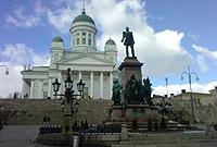 Place du Sénat à Helsinki et monument à Alexandre II