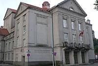 Lettonie: Le théâtre en temps de crise, entre compromis et renouveau timide. L'espoir est dans le Dirty Deal
