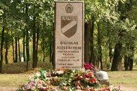 Piemineklis Latvijas mazpilsētā rada diskusijas par vēsturisko notikumu piemiņu