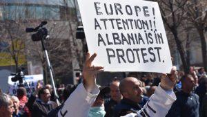 Albanie : grave crise interne à la veille d'un Sommet européen décisif
