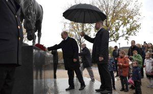 11 novembre 2018, dépôt de gerbe par le Président russe au monument dédié au Corps Expéditionnaire russe (source : kremlin.ru)