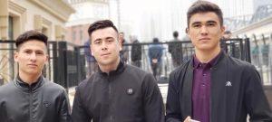 Jeunes Tadjiks installés à Moscou.