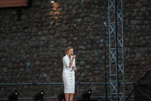 Ieva Narkutė pendant le concert au château de Medininkai (avec l'aimable autorisation de l'auteure-compositrice)