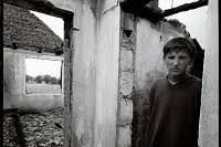 Vies suspendues : l'exil des rescapés roms du Kosovo
